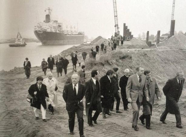 1985, chantier du port de Caen, Francis reporter et son élégant pantalon blanc